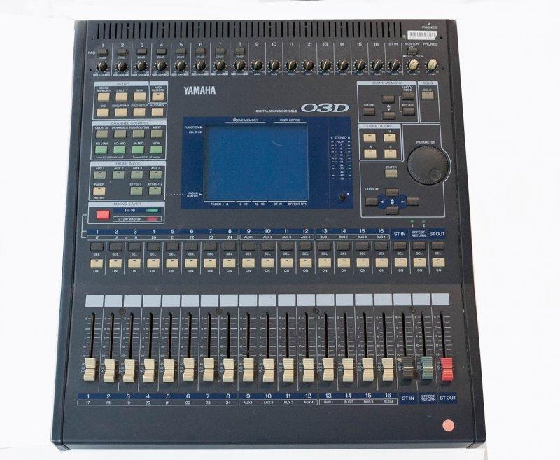 Yamaha O3D optional mit Container